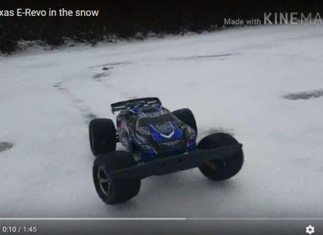 Mini Revo in de sneeuw